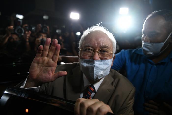 อดีตนายกฯมาเลเซีย 'นาจิบ ราซัค' ถูกตัดสินติดคุก 12 ปี  แพ้คดีแรกในกรณีฉาวยักยอกเงินกองทุน 1 MDB