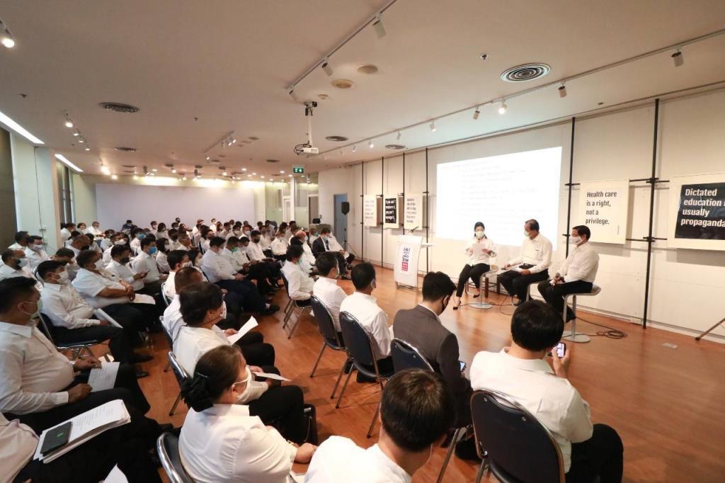 บรรยากาศการประชุมเตรียมความพร้อมการเลือกตั้งท้องถิ่นในส่วนของพื้นที่ กทม. ที่พรรคเพื่อไทย เมื่อวันที่ 17 ก.ค.ที่ผ่านมา