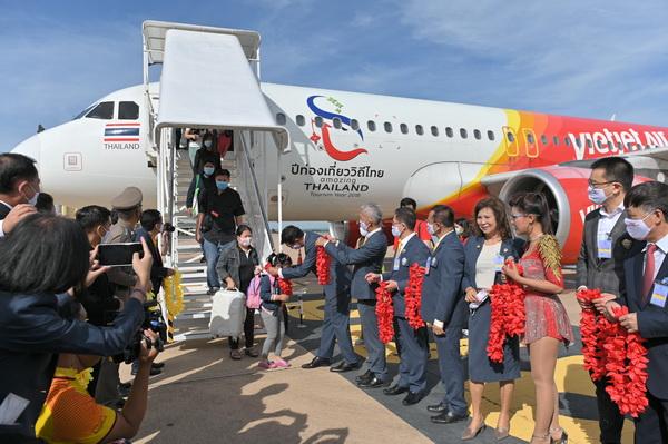 """แข่งดุ!ไทยเวียตเจ็ตอัดโปรฯ5บาทบินทั่วไทย """"หญิงลี""""  โผล่เซอร์ไพรส์เที่ยวปฐมฤกษ์ขอนแก่น"""