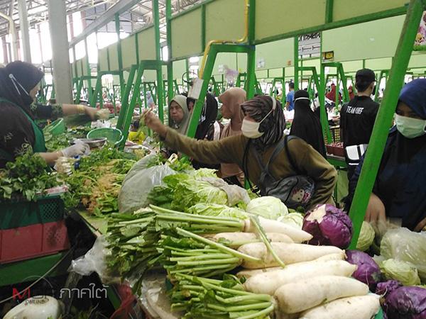 ตลาดสดคึกคัก! ชาวไทยมุสลิมในปัตตานีออกจับจ่ายซื้อสินค้า เตรียมฉลองฮารีรายออีดิ้ลอัฎฮา