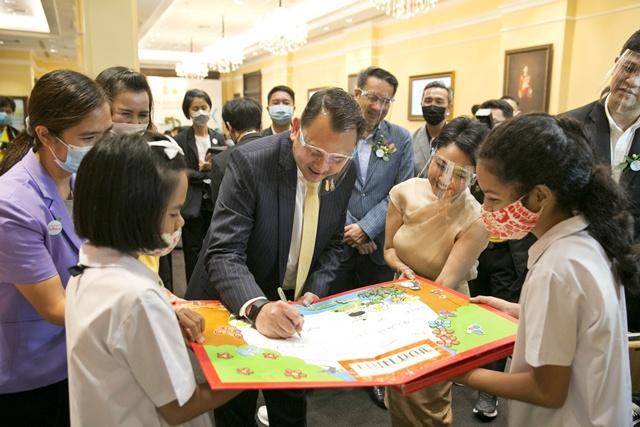 """เดินหน้าโครงการ """"ส่งความรู้ สร้างความสุข ปี 3"""" จุดพลังรักการอ่านให้เด็กไทยครบ 77 จังหวัดทั่วประเทศ"""