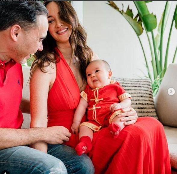 """น่ารักมาก """"ซาร่า มาลากุล"""" เปิดภาพครอบครัว พร้อมลูกชายน้อง Zander อายุ 100 วัน"""