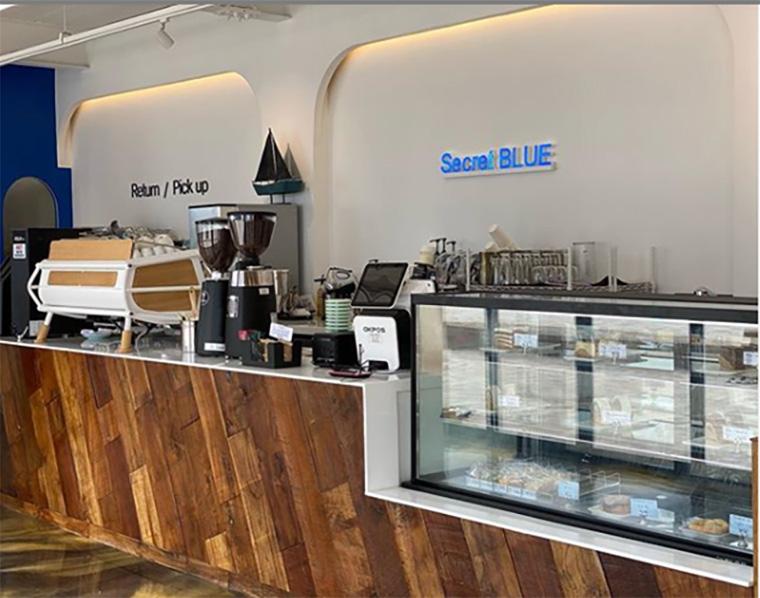 บรรยากาศภายในร้านกาแฟ Secret Blue