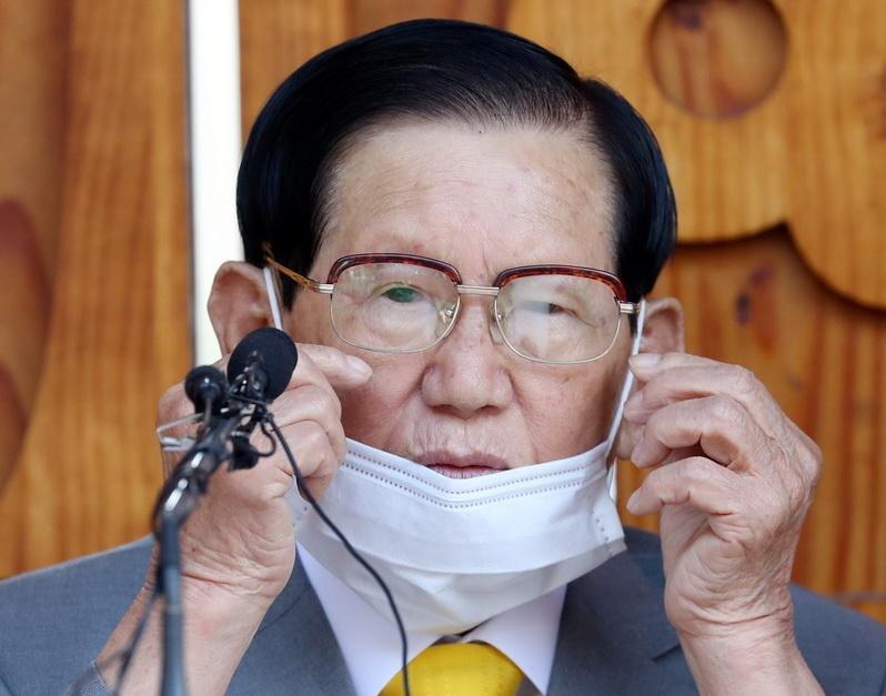 ลี มันฮี (Lee Man-hee) ผู้ก่อตั้งโบสถ์คริสต์ชินชอนจี (Shincheonji) ในเกาหลีใต้