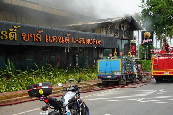 เพลิงไหม้ผับดังกลางเมืองสุราษฎร์ฯเสียหายกว่า25ล้าน จากเตรียมพร้อมรับคอนเสิร์ตวงแคช