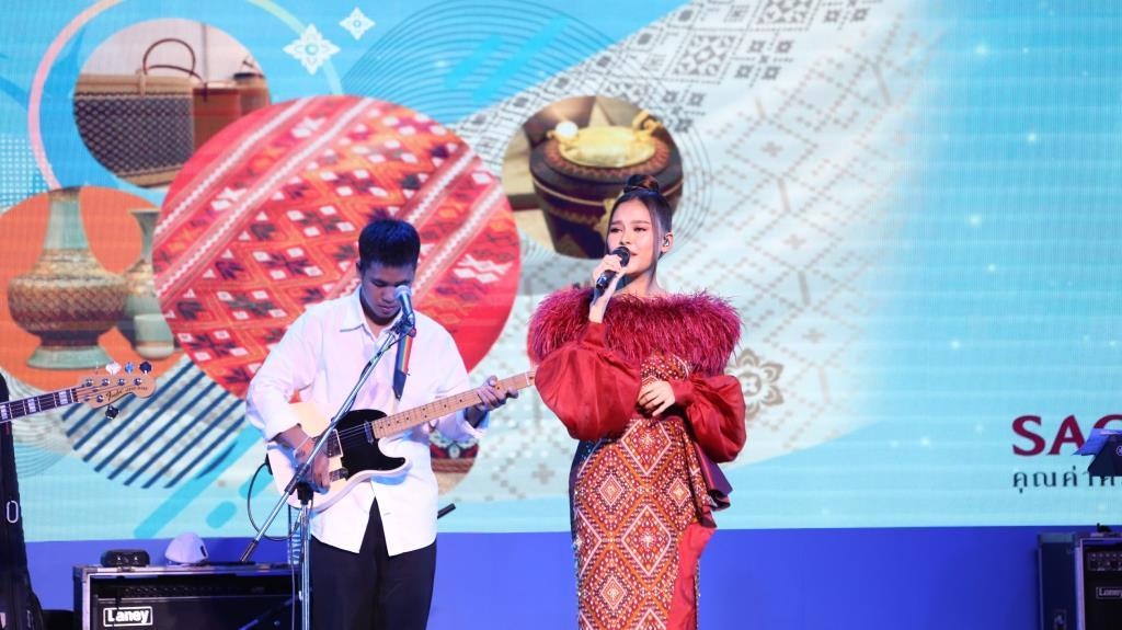 ชวนช้อป ผ้าไทยในงาน ศิลปาชีพทอใจ วิถีใหม่ใต้ร่มพระบารมี