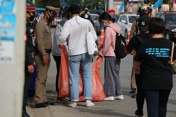 กลุ่มเยาวชนปลดแอกราชบุรี รวมตัวเรียกร้องเผด็จการลาออก