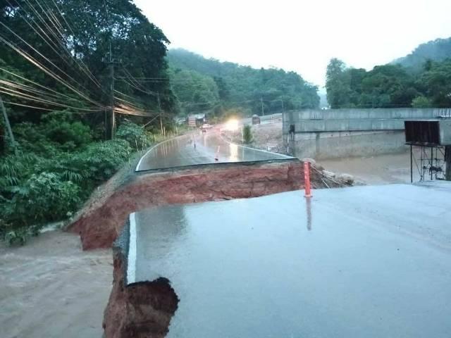 """พิษซินลากู..ฝนถล่มน้ำป่าซัดถนนเชียงใหม่-เชียงราย ขาดซ้ำ """"น่าน""""จมบาดาลแล้วหลายหมู่บ้าน"""
