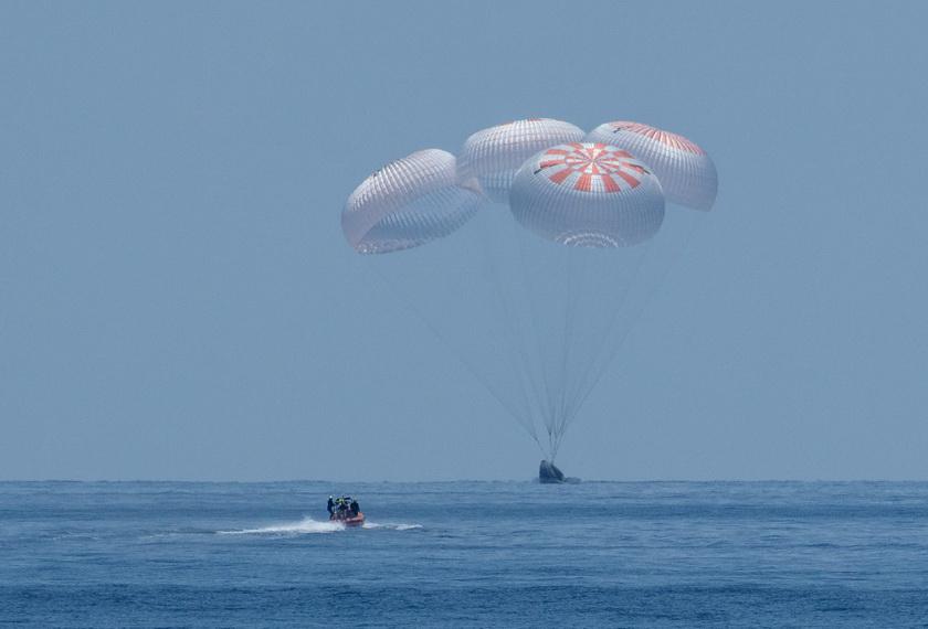 In Pics: แคปซูล 'ดรากอน' ของสเปซเอ็กซ์นำ 2 นักบินอวกาศนาซากลับสู่โลกอย่างปลอดภัย