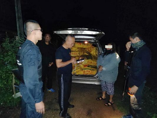 ทหาร/ตำรวจอุบลฯ จับล็อตมหึมา สาวขนยาไอซ์กว่า 400 กก.ลงภาคใต้