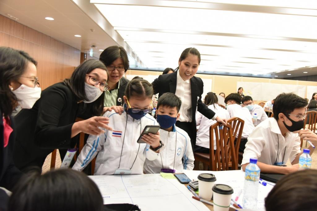 """""""ธณิกานต์"""" เปิดเวทีสภาฯ เพิ่มพื้นที่ให้เยาวชนมีส่วนร่วมนำเสนอไอเดียพัฒนาประเทศในวิถีใหม่"""