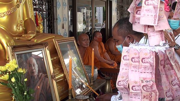 สุดแสนดีงาม!! ชาวมอญในศรีราชา พร้อมใจแต่งชุดประจำถิ่นร่วมทำบุญสืบสานพระพุทธศาสนา