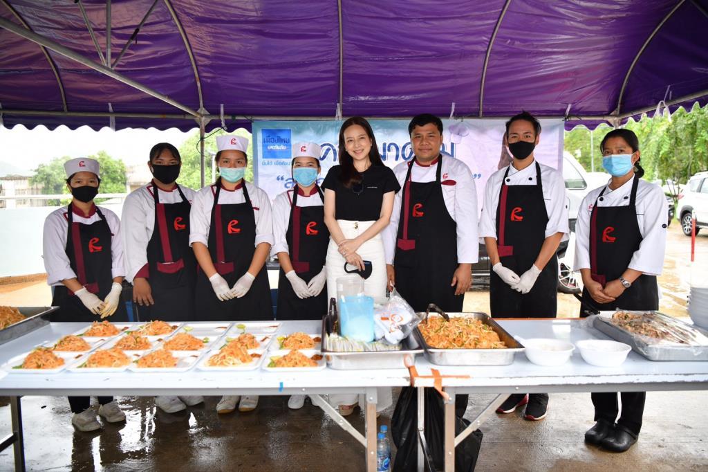 """""""มาดามแป้ง"""" แม่ทัพใหญ่เมืองไทยประกันภัย สั่งตั้ง #ครัวมาดาม ช่วยน้ำท่วมเมืองเลยช"""