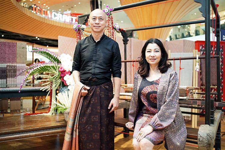 ศิลปินผู้สร้างสรรค์ผ้าไทย อ.เถ่า มีชัย แต้สุจริยา และ คุณชฎาทิพ จูตระกูล