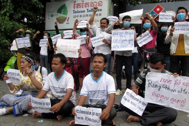 กลุ่มประชาสังคมเขมรรวมตัวร้องปล่อยแกนนำแรงงานหลังถูกจับข้อหาปลุกปั่นความไม่สงบ