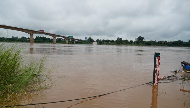 ฝนตกหนักน้ำโขงขึ้นฉับพลันวันเดียว 160 ซม เกษตรกรเร่งปรับระดับกระชังปลาก่อนเสียหาย