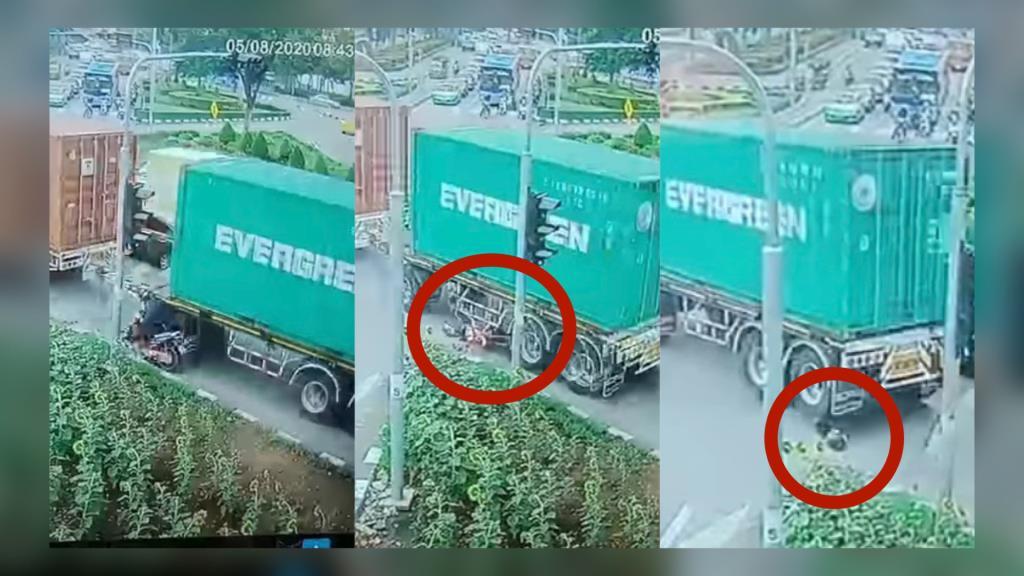 คลิปนาทีรถพ่วง 18 ล้อ บดขยี้จักรยานยนต์โชคร้ายเสียชีวิตคาที่ (ชมคลิป)