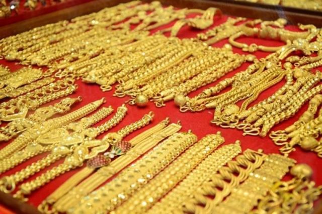 ราคาทองคำรูปพรรณพุ่งไม่หยุดทะลุ 30,000 บาท
