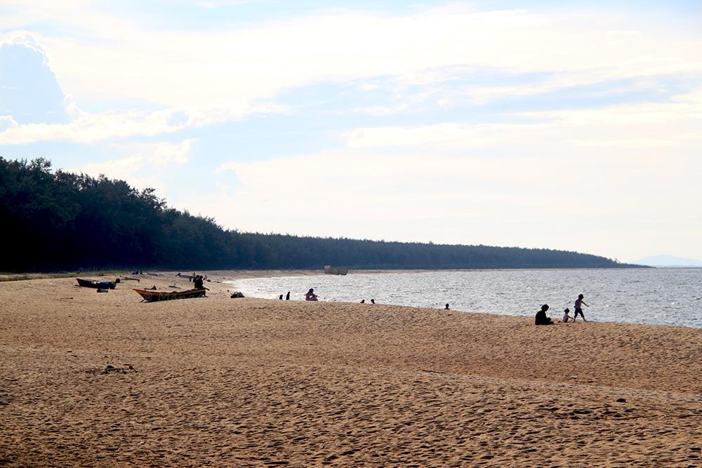 พื้นที่โค้งชายหาด