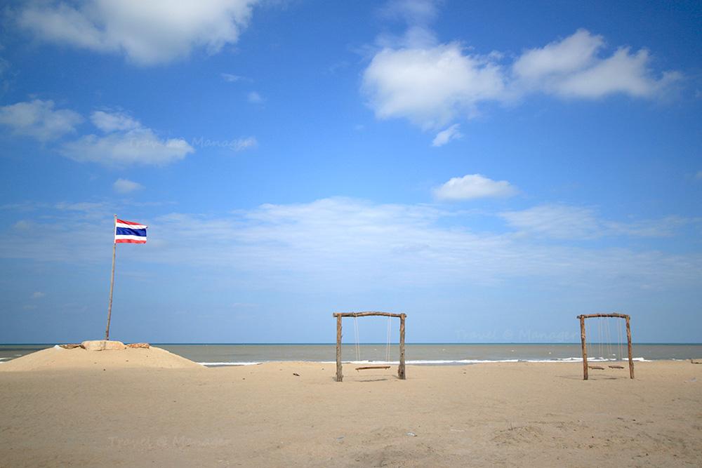 แนวหาดทรายสวยๆ บนเกาะยาว
