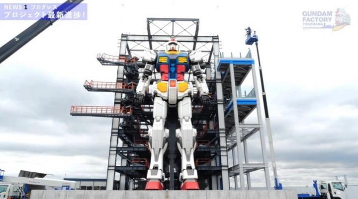 """ประกอบเสร็จแล้ว!! หุ่นยักษ์เท่าตัวจริง Gundam ผู้สร้างคุยเก็บชิ้นส่วนมาจากเครื่องเก่าของ """"อามุโร่ เรย์"""""""