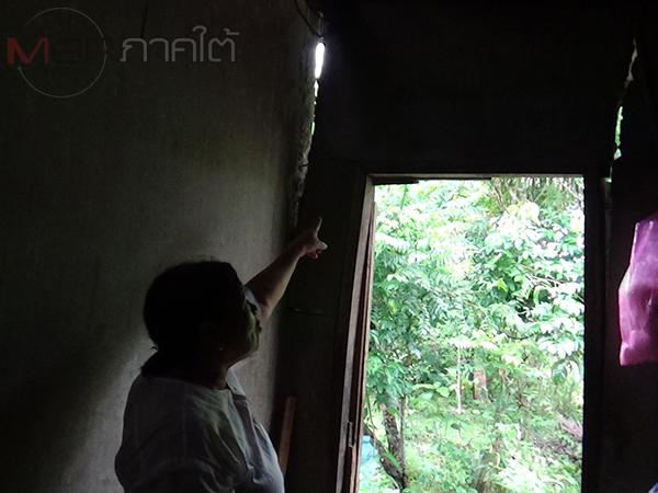 เคราะห์ซ้ำ! ชาวบ้านชุมชนหัวสนามบินตรังยิ่งเดือดร้อนเจอฝนหนักหวั่นบ้านพังทับ