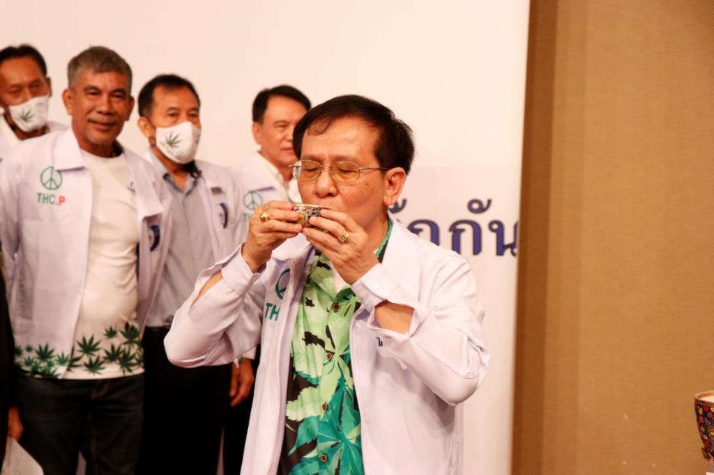 """เปิดตัวพรรคการเมืองใหม่  """"พรรคไทยรักกัน"""" พร้อมนโยบาย """"เสรีกัญชา"""" ด้วยหวังให้เป็นพืชเศรษฐกิจพัฒนาประทศ"""