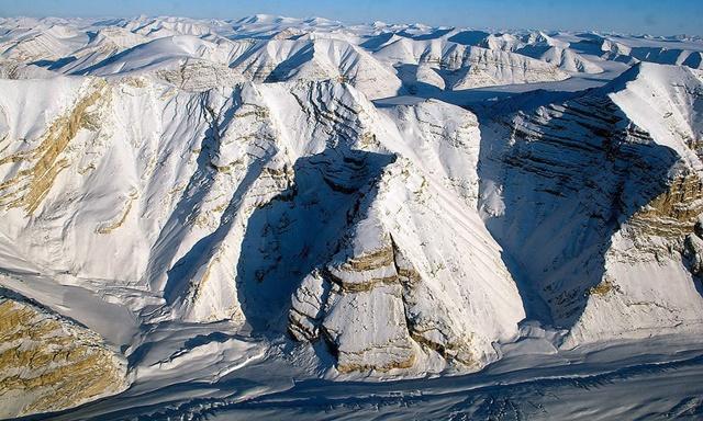 เหตุโลกร้อน! หิ้งน้ำแข็งอาร์กติกแห่งสุดท้ายของแคนาดาพังทลายลง