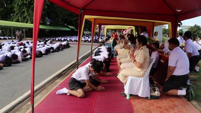 ไหว้ครูแบบไทยวันเปิดเรียนเต็มรูปแบบในยุค New Normal
