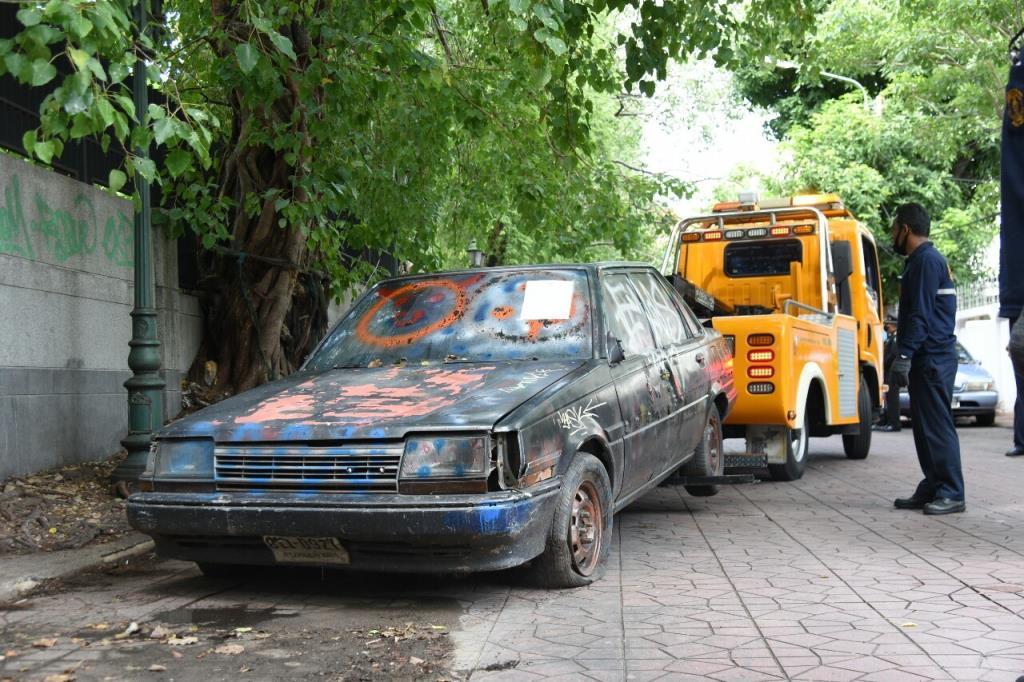 กทม.ลุยยกซากรถยนต์เก่า 315 คัน ต่อเนื่อง จัดระเบียบคืนพื้นที่บนถนน