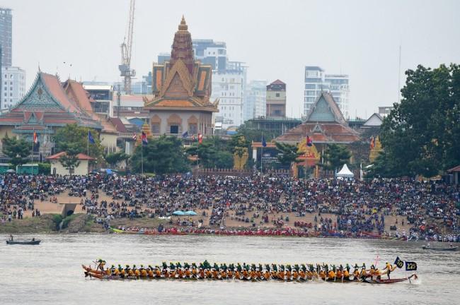 กัมพูชาเลื่อนจัดงานเทศกาลน้ำประจำปี เลี่ยงประชาชนรวมตัวลดเสี่ยงแพร่เชื้อโควิด-19