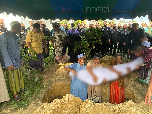 ฝังแล้ว! ศพทหารพรานเหยื่อระเบิดโจรใต้ พ่อเผยภูมิใจในตัวลูกที่ทำหน้าที่จนวาระสุดท้าย