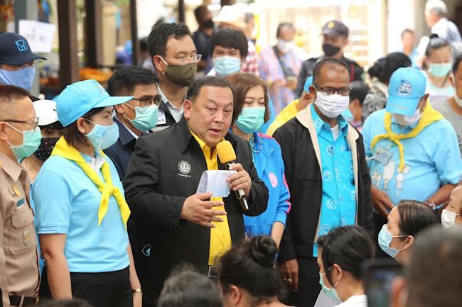 """""""จุติ"""" สั่งช่วยเต็มที่บ้านเช่า ซ.ตากสิน 23 โดนไฟไหม้ 81 ครอบครัว มอบเงินสงเคราะห์พร้อมจัดที่พักการเคหะฯ-จัดตั้งศูนย์เด็กเล็ก"""