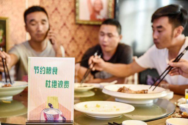"""ร้านอาหารจีนขอโทษให้ลูกค้า """"ชั่งน้ำหนัก"""" ก่อนเข้าร้าน เพราะไม่อยากให้กินเยอะเกิน"""