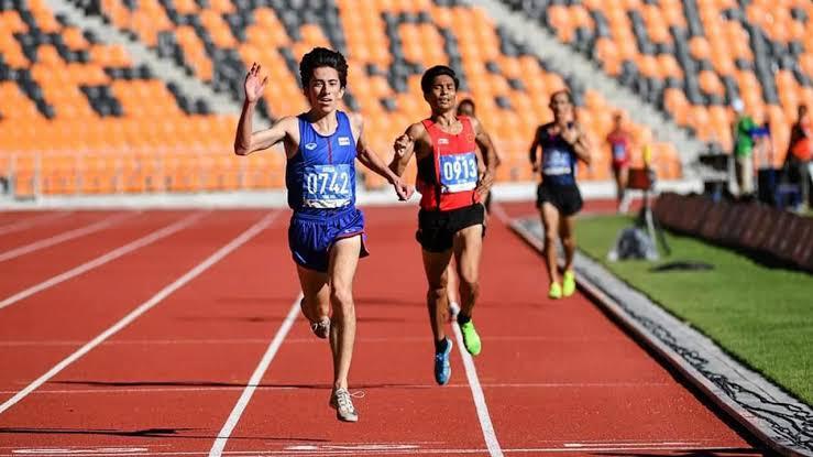 """""""คีริน"""" นักวิ่งลูกครึ่งไทย คว้าแชมป์ 1ไมล์ที่สหรัฐฯ พร้อมทำลายสถิติปี 2020"""