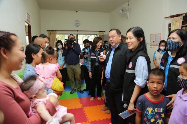 """""""จุติ"""" ผุดโมเดลต้นแบบสถานรับเลี้ยงเด็ก จ.เชียงใหม่ DAY CARE NIGHT CARE (เฮือนอุ่นใจ๋) ช่วยครอบครัวเลี้ยงเดี่ยว"""
