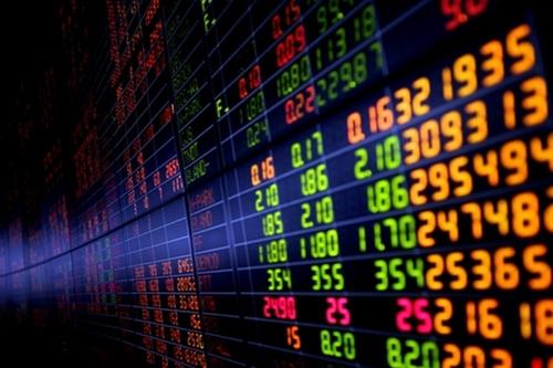 หุ้นเจอแรงขายทำกำไรหลังสิ้นการประกาศงบฯ ขณะที่ GDP หดตัวหนักถ่วง