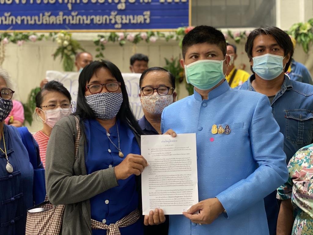 """กลุ่มชาวนาไทยร้อง """"บิ๊กตู่""""เอาผิดกลุ่มจาบจ้วงสถาบัน"""