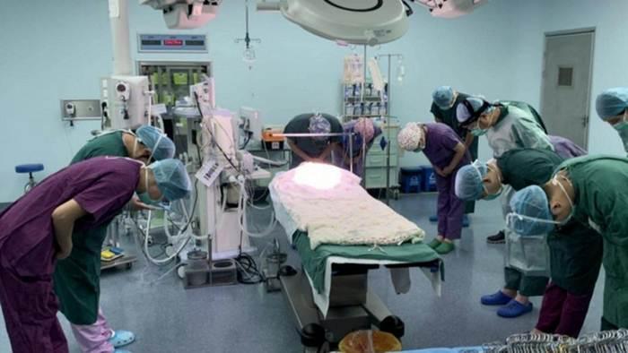 (ชมคลิป) แม้สิ้นใจ ร่างกายยังเป็นคุณ! ทารกน้อยบริจาคอวัยวะต่อชีวิตเพื่อนร่วมโลก