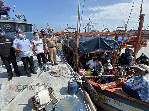 ทัพเรือภาค 2 จับเรือเวียดนาม 4 ลำพร้อมลูกเรือ 36 คน ลักลอบทำประมงผิดกฎหมาย