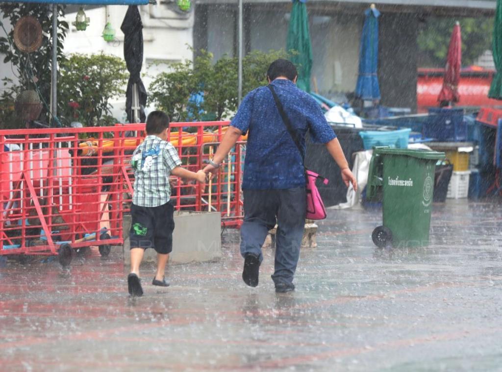 อิทธิพลร่องมรสุม! เตือน เหนือ-อีสาน-ตะวันออก ฝนตกหนัก-อาจเกิดน้ำป่า น้ำท่วมฉับพลัน ซัดกรุงร้อยละ 60