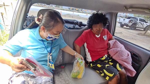 อบต.พลูตาหลวง ช่วยสาวคลุ้มคลั่งเดินพลัดบ้าน 2 วันคืนครอบครัว