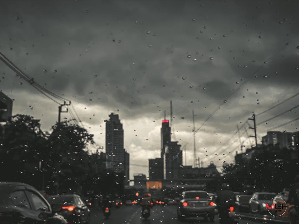 ไทยตอนบนฝนลดลง! อุุตุฯ เตือนพื้นที่เสี่ยงภัยเหนือ-อีสาน ยังคงระวังอันตราย กทม. เหลือตกร้อยละ 30