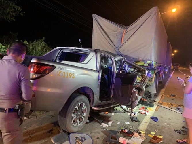 อุบัติเหตุสยอง!รถกู้ภัยทางหลวงพุ่งชนพ่วง18ล้อจอดข้างทางดับ3สาหัส1