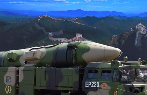 """ตึงเครียด! จีนยิงจรวดพิฆาตเรือบรรทุกเครื่องบินลงทะเลจีนใต้ โต้สหรัฐฯ ส่ง """"U-2"""" เข้าเขตห้ามบิน"""