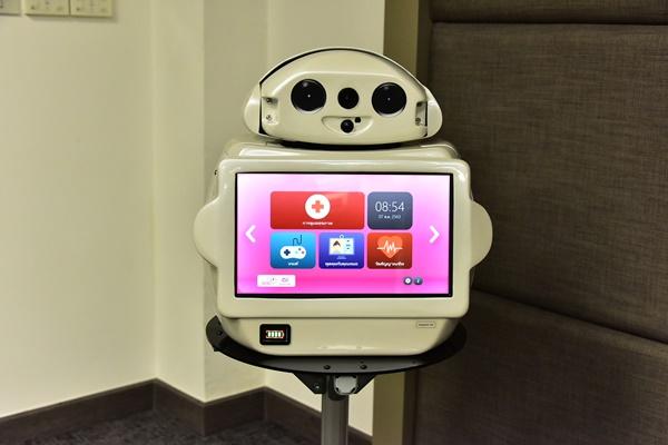"""หุ่นยนต์ """"นินจา จุฬาอารี""""ตอบโจทย์แนวทางวิถีชีวิตใหม่ในการดูแลผู้สูงอายุ"""