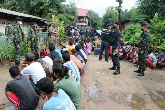 สกัดจับแรงงานพม่าลอบเข้าชายแดนแม่สอด-พักบ้านริมเมยได้อีกกว่าครึ่งร้อย