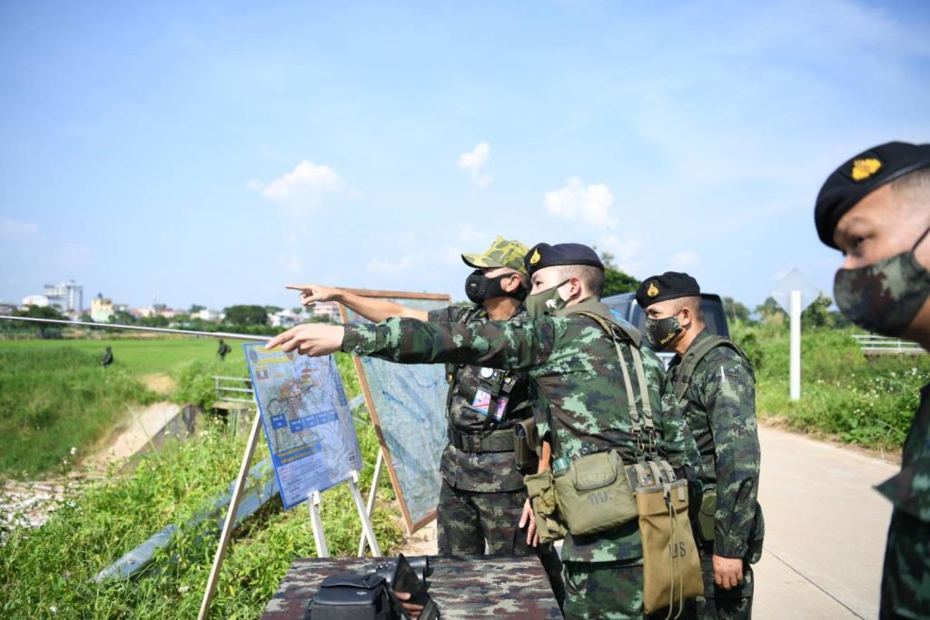 """""""บิ๊กแดง"""" ลงพื้นที่ตรวจชายแดนพม่า สั่งเข้มป้องลักลอบเข้าไทยแพร่เชื้อโควิด"""