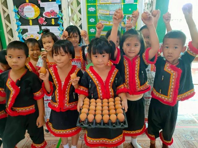 """ซีพีเอฟ หนุน """"รร.บ้านพรหมมาสามัคคี"""" ดูแลเด็กไทย และน้องๆ ชาวเขาได้บริโภคไข่ไก่ครบมื้อ"""