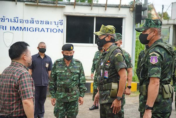 ผบ.ทบ. บินด่วนวันหยุด ตรวจภูมิประเทศ เฝ้าระวัง ชายแดนไทย-เมียนมา